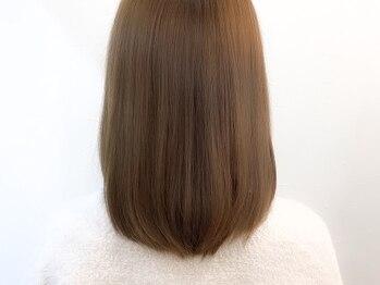 モナヘアー ロット(mona hair lot)の写真/髪質・くせ・うねりを見極め、自然なストレートヘアに仕上げます!オーガニック成分配合の薬剤を使用◎