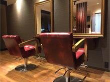 クラールヘア インティ(CURAR HAIR INTI)の雰囲気(シック&モダンな内装がお客さまをお待ちしています♪)