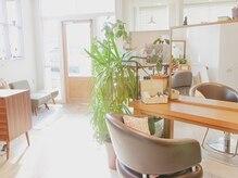 プリンヘアルーム(Pulin hair room)の雰囲気(光の入る気持ちのいい空間でリフレッシュいただけます)