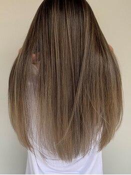 ブリッツレボルト(BLITZ R EVOLUT)の写真/最新技術も導入◎ダメージ毛でお悩みの方もお気軽に☆コテ巻きも可能な柔らかい縮毛矯正をご提案します♪