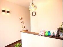 個室ヘアーサロン ヘアーポム(HAIR Pom)の雰囲気(シンプルモダンなフロント◎まずはコチラで受付を。)