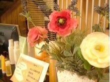 ミューズ 四街道店(HAIR&NAIL MUSE)の雰囲気(インテリアに添えられたお花が癒し空間に華やかさを演出。)