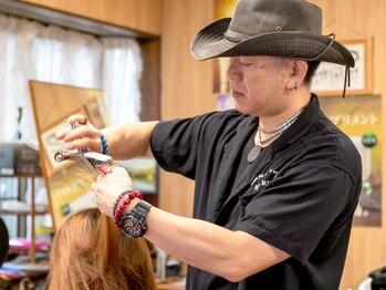髪屋の写真/マンツーマン施術で安心♪丁寧なカウンセリングで貴方のお悩みや理想に寄り添い、なりたい髪質を叶えます◎