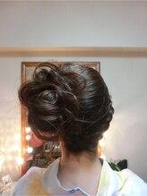 ヘアサロン 美髪(mikami)編み込みサイドアップ