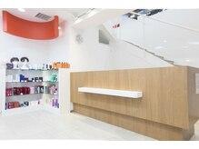 シャンプー Shampoo 成城店の雰囲気(1階はネイル&受付・2階はヘア施術スペース♪)