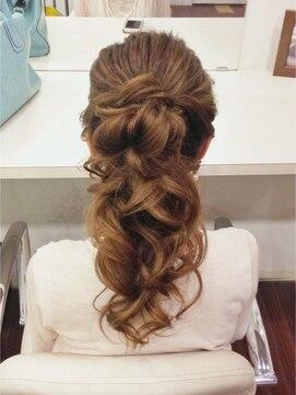 結婚式 髪型 ロングヘアアレンジ ボリュームふわふわポニテ◎
