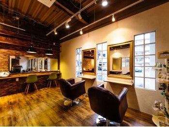 ブルックリン ヘア スタジオ(BROOKLYN HAIR STUDIO)の写真/【昭島駅徒歩1分★】居心地の良い空間をご提供…◎アンティーク調の落ち着いたサロンでリラックス♪