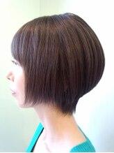 ナチュラル ヘア レイナ(Natural Hair REINA)前下がりのショートボブ