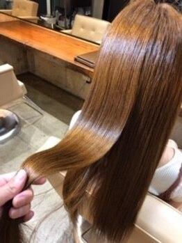 ヘアサロン レーヌ(Hair salon Reine)の写真/髪の傷みを修復しながら自然なストレートヘアに。毎日のお手入れが簡単!毛髪診断で最適な修復剤を決定!