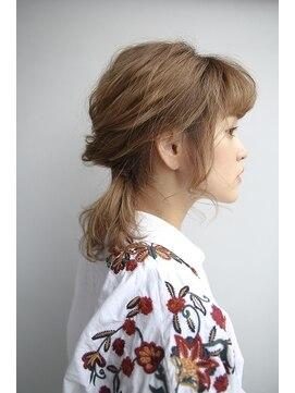 濡れ髪のおすすめアレンジ10選|スタイリング剤5つ