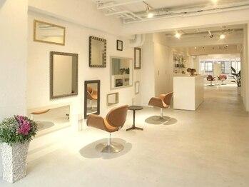 ブックヘアーメイク(book hair make)の写真/《都立大1分》広いスペースを贅沢に使用。親子で、夫婦で、アットホームな空間をお楽しみ下さい♪