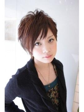 アシンメトリー 「All approximately ヘアスタイル・髪型」のガイドとしても活躍中。. アシンメトリー 髪型 女性 ショートのヘアスタイルまとめ  matohair.