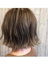 ヘアーワークスロジカ(hair works LOJICA)外ハネ切りっぱなしボブ