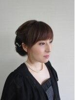 盛り髪(盛りヘア)のふんわり巻きロールアップ画像