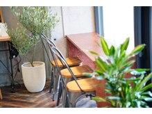 カラーキッチン 都立大学店(color kitchen)の雰囲気(自慢のカフェコーナーでは、お好きなドリンク飲みながらゆっくり)