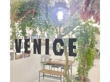 ベニス(VENICE)の雰囲気(緑が多く、西海岸をイメージしたリラックス出来る場所。)