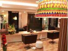 ヘアールーム スナッグ(Hair Room Snug)の雰囲気(可愛いモロッコ風ランプなどオシャレな雑貨がいっぱいです。)