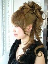 ヘアードレッサーズ ティース(Hair dressers T's)ツヤのある毛束感でふんわり可愛らしいアップスタイル