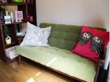 ヴィアリス(Viaris)の雰囲気(グリーンのソファが映えるウェイティングスペース☆)