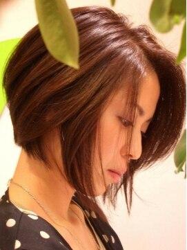 リーフヘアーデザイン(Leaf Hair Design)大人らしく落ちついた前下がりボブスタイル