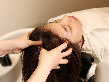 ブルーム ヘア デザイン(bloom hair design)の写真/【夢シャンプー台有り!】個室のヘッドスパスペースで心身ともにリラックス☆贅沢なひとときを…♪