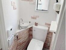 ~パウダールーム~ スタッフこだわりの小物でかこまれた、自慢のトイレですよ♪