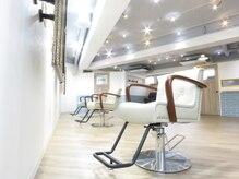 カミーノ ヘアデザイン(Camino Hair Design)の雰囲気(2020年11月拡張オープン*個室ありの白を基調とした店内♪)
