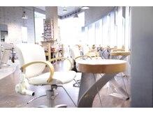 モップアップ ゾイトロープ(Mop up zoe trope)の雰囲気(大きな窓から光の降り注ぐ、広く開放的な空間。)