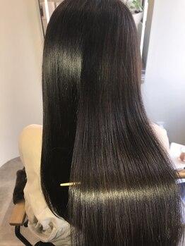 アールサロンアオヤマ(Rr salon AOYAMA)の写真/《今注目!プラチナミネコラ》髪の深部まで潤い補給。圧倒的ツヤ感となめらかな指通りが叶えられる♪