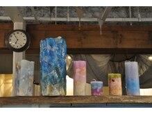 トワイロ(TOWAIRO)の雰囲気(お店を彩るキャンドル 全てCANDLE JUNEの蝋燭です)