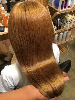 テトラ(TETRA)の写真/《髪の病院認定者在籍サロン》トリートメントがベースの縮毛矯正!髪質改善をしながら自然なストレートへ♪