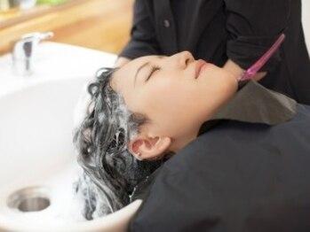 ヘアーアトリエ アルバ(hair atelier alba)の写真/極上ヘッドスパで頭皮から髪を美しく♪アミノ酸系洗浄成分と天然植物洗浄成分配合で地肌に優しい☆