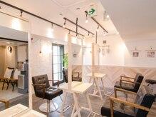 オーブ ヘアー フロート 京都5号店(AUBE HAIR float)の雰囲気(開放感のある明るい店内で、くつろぎの時間をお過ごしください。)