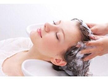 ダスティ 安曇野店(Dasty)の写真/【ZeUSヘアシステム導入】頭皮のお悩みを解決へと導いてくれる最新育毛促進システム★まずは頭皮診断から!