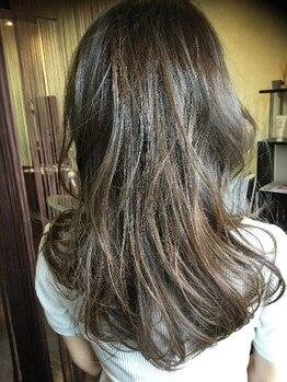 ヘアーエヌプラス (HAIR N+)の写真/赤みを控えた外国人風のカラーが得意なサロン◎髪への負担も最小限で透明感のあるカラーを実現してくれる♪