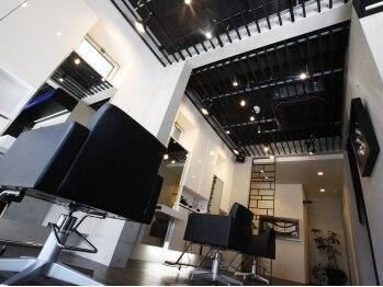 クラージュ(COURAGE)の写真/スタイリッシュでオシャレな隠れ家サロン。ゆったりくつろげる空間で、あなただけの贅沢な時間が過ごせる♪