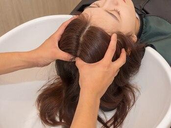ミツバ(328)の写真/地肌からケアしてきれいな髪質へ◎フルフラットのシャンプー台で、ゆっくり味わえる極上ヘッドスパ☆
