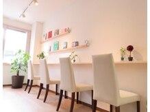 アオ(AO)の雰囲気(待ち合いスペースでゆったりcafeをしながら過ごせます♪)