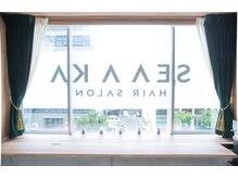 シアカ(SEA A KA)の雰囲気(南向きの大きな窓からの光で明るい店内でゆったり.6/20オープン)