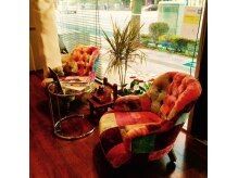 アヴァンセイズム(AVANCE ISM)の雰囲気(お店こだわりのソファに座って心落ち着くお洒落なひと時。)