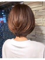ミッシェル 目黒品川店(Michelle by afloat)20代30代40代50代【SHIZUO】小顔菱形立ち上がり前下がりショート