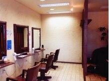 トゥッティヘアアンドメイク(tutti hair&make)の雰囲気(店内は落ち着いてリラックスできる大人びた空間になってます。)
