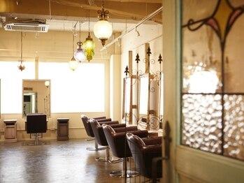 テラスコード 梅田(TERRACE CODE)の写真/アンティーク調の贅沢空間でお客様の美をお手伝い。実力派Stylist勢揃いのサロンで大人可愛いが叶う♪