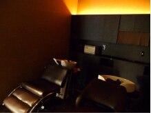ヘアギャラリー ヴァッサ(hair gallery Vasser)の雰囲気(照明を落としたシャンプーブースは眠ってしまう程の癒し空間♪)