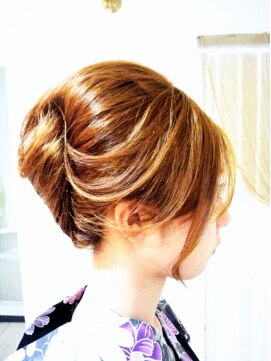 夜会巻きヘアアレンジ結婚式髪型 浴衣にもぴったり!!ルーズな夜会アップ
