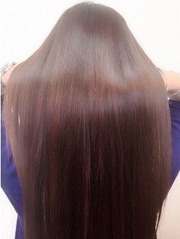 ヘアサロン スリーク(Hair Salon Sleek)の写真/縮毛矯正巡りで最後に行きつくサロン!ノーブローでも驚きのツヤ感&まとまり!!平日新規*縮毛+C+TR一律¥16000