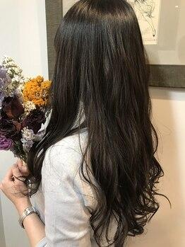 エピローグ(epilogue)の写真/【西梅田/北新地】充実のケアでサラ艶髪に◎ミディアム・ロングヘアの細かい調整や顔周りのカットが秀逸。