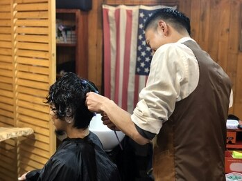 カイバーバーバイウッズ(Kai Barber by woods)の写真/マンツーマン施術で一人一人に向き合う。―こだわりの詰まった店内で過ごす贅沢な時間を。