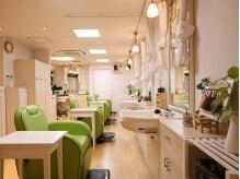 理学美容院 カグー(kagu)の雰囲気(壁には珪藻土を使用し店内の空気を清浄しています。)