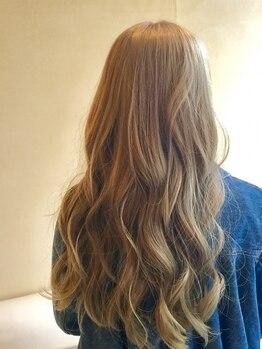 美容室ベーセベーゼ 成増店(B C B G)の写真/あなたに似合う色を「髪質、季節、ライフスタイル」からご提案!ヘナやハイ・ローライト、グラデもお任せ!